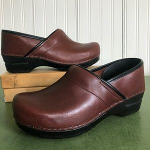 Dansko NWT Professional Latigo Clogs in Brown
